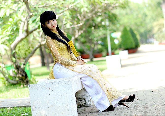 Vietnam member Thi Hue from Ho Chi Minh City, 25 yo, hair